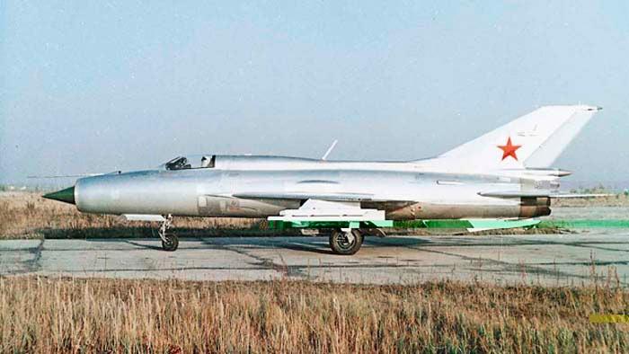 Раскраска советских истребителей МиГ-21 состояла из отсутствия окраски.