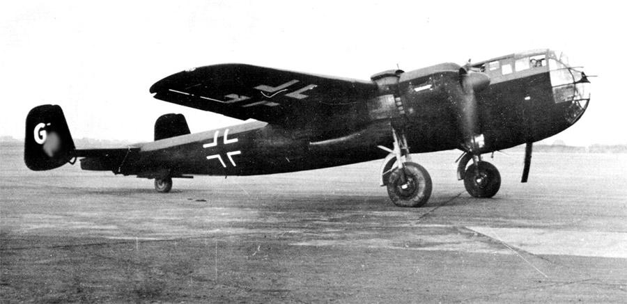 Бомбардировщик «Дорнье» Do-217-K-2. Именно они в основном использовались в качестве носителей радиоуправляемых бомб