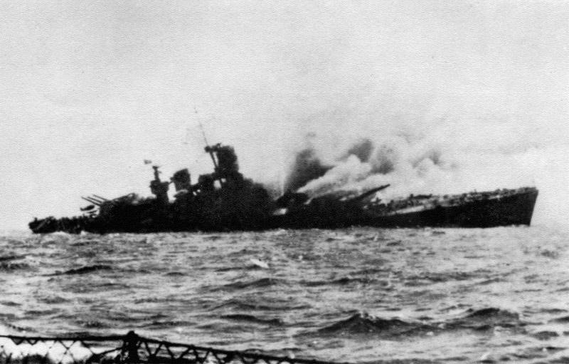 Линкор «Рома» после попадания радиоуправляемой немецкой бомбы