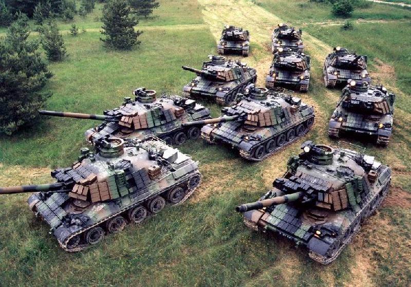 Танки AMX-30 с комплектами динамической защиты