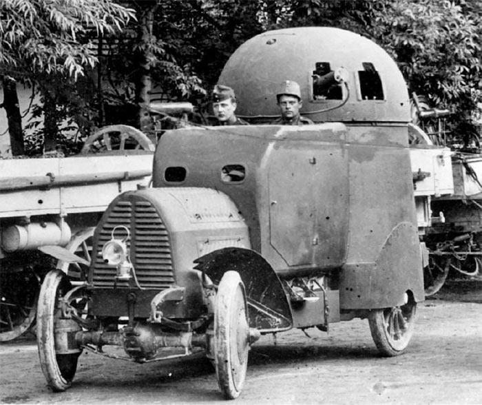 А это уже модернизированный Первый вариант броневика Austro-Daimler Panzerwagen, с двумя пулеметами