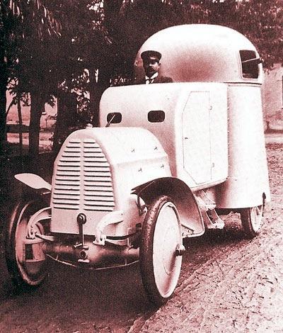 Первый вариант броневика Austro-Daimler Panzerwagen, с одним пулеметом в башне