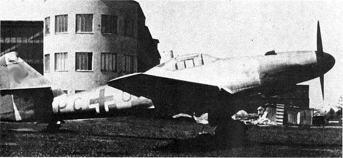 Первый прототип Me-262 с поршневым двигателем.