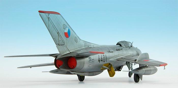 МиГ-19, вид сзади. Отличие от МиГ-17 и МиГ-15 видно не вооруженным взглядом - два двигателя вместо одного