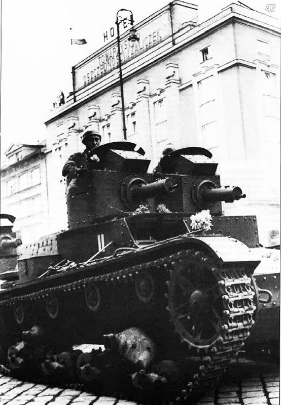 7ТР-на-улицах-Тешина,-1938-г