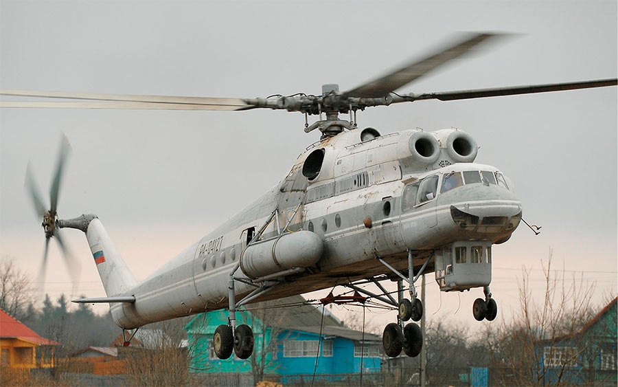 Ми-10К. Обратите внимание на кабину оператора крана под кабиной пилотов