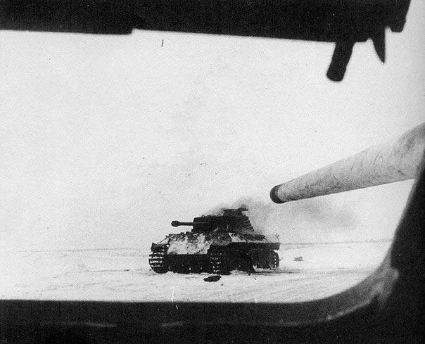 подбитый немецкий танк Pz. VI Пантера.
