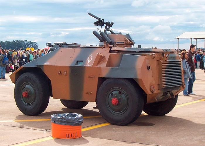 ЕЕ-3 Jararaca, вид сзади
