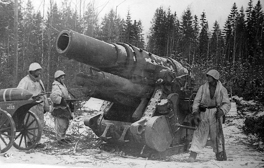 Захваченная советскими войсками 305-мм мортира M16