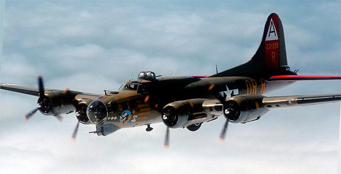 Бомбардировщик Боинг B-17 «Летающая крепость»