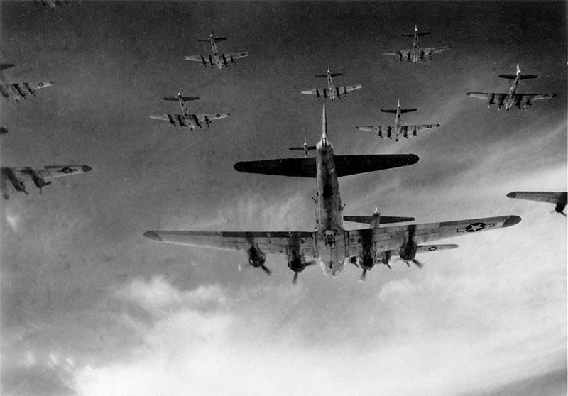 В налетах обычно участвовали десятки бомбардировщиков B-17.