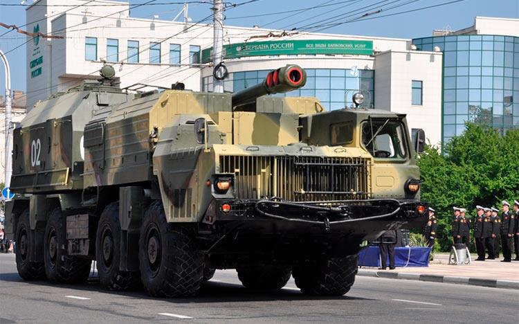130-мм САУ на базе МАЗ-543М с орудием в походном положении