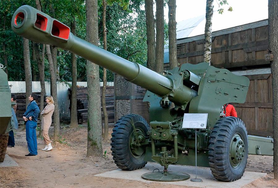Советская 152-мм пушка-гаубица Д-20