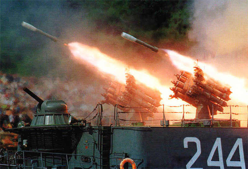РБУ-6000 (Смерч-2) ведет огонь