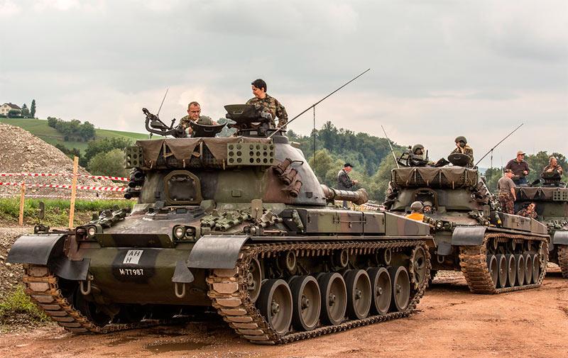 Танки Panzer 68 перед транспортировкой