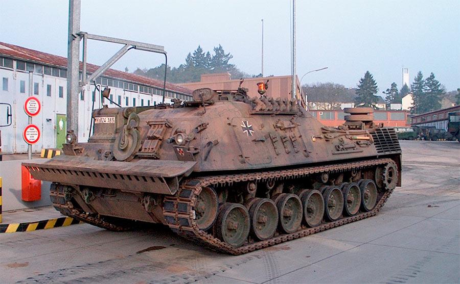 Бронированная ремонтно-эвакуационная машина Bergepanzer 2 Standart.