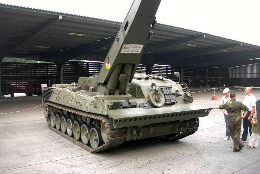 БРЭМ Bergepanzer 2А2. Стрела крана видна очень хорошо.