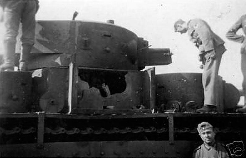 Одна из немногих фотографий танка Т-35 действительно погибшего в бою.