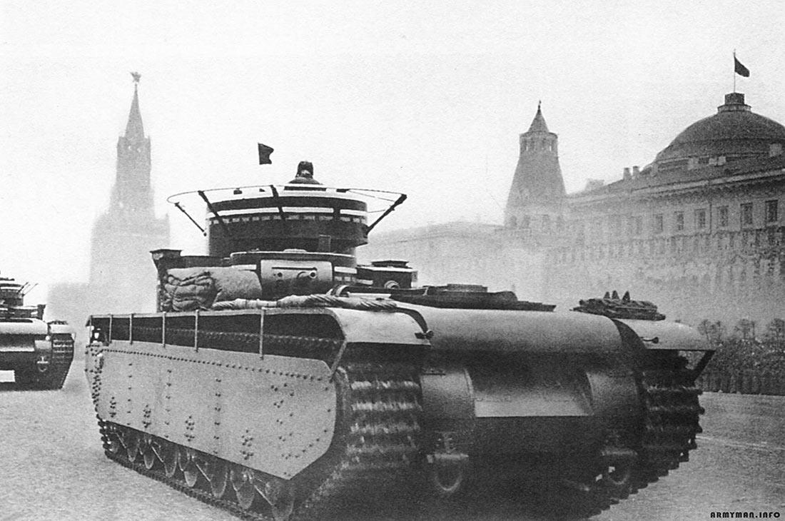 Вид сзади на танк Т-35. Парад 7 ноября 1935 года.