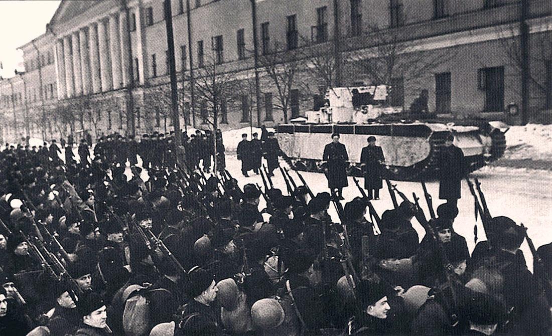 Тяжелый танк Т-35А образца 1935 г. на улицах Москвы, ноябрь 1941 г.