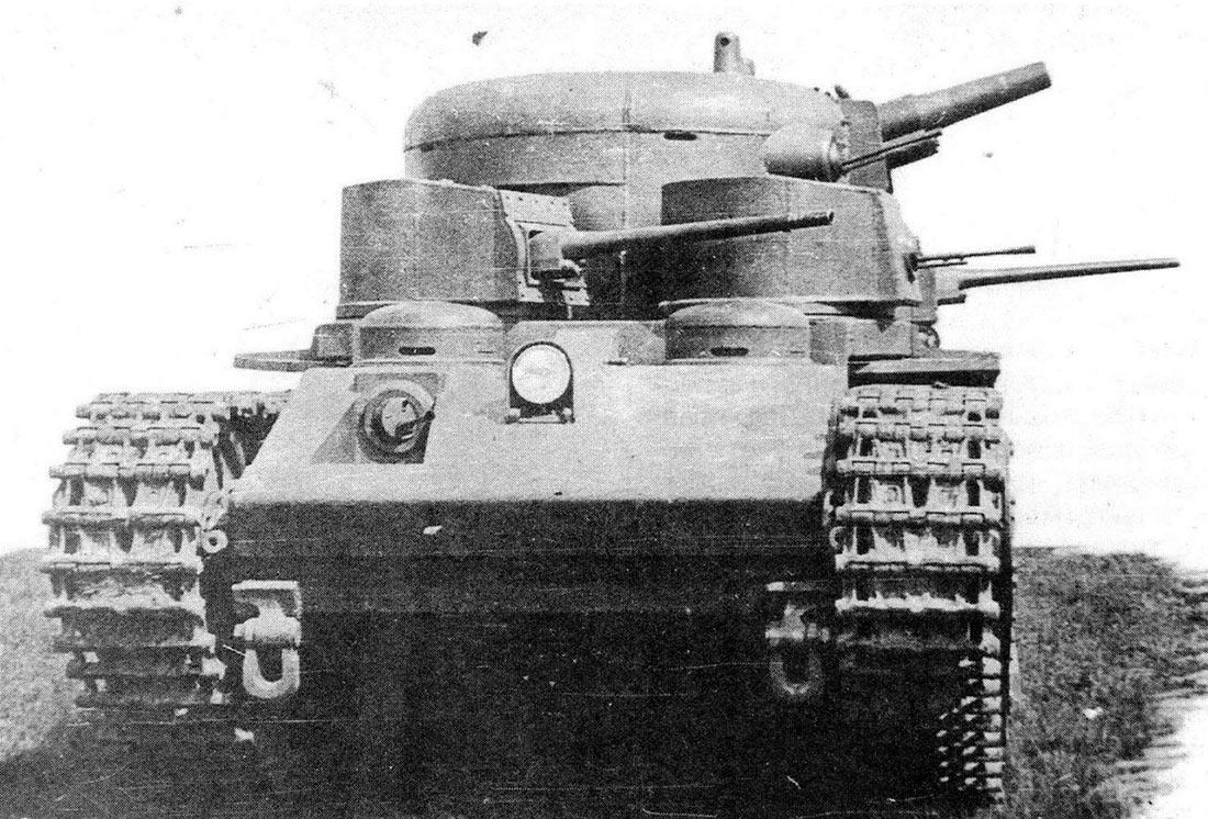 Прототип тяжелого танка Т-35А, с характерными «зализанными» обводами башни главного калибра