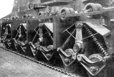 На фотографии хорошо видны катки танка Т-35