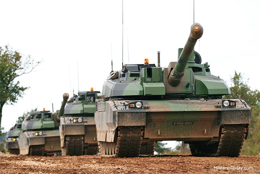 Колонна основных танков АМХ-56 «Leclerc»