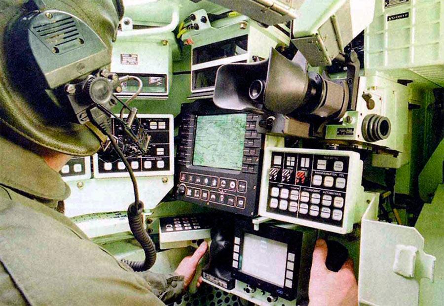 Рабочие места экипажа АМХ-56 «Leclerc» больше напоминают месте пилотов, а не танкистов