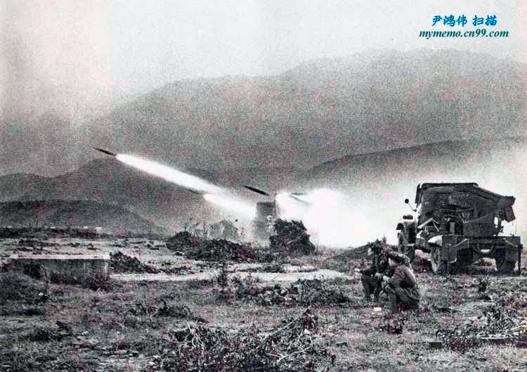 Вьетнамские «Грады» ведут огонь по китайским позициям