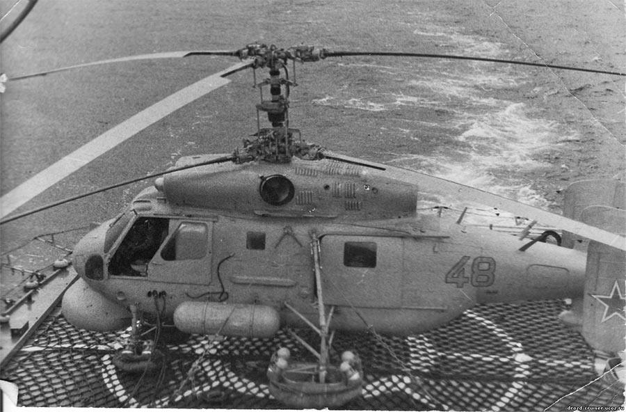 Вертолет Ка-25ПЛ на взлетной площадке БПК «Вице адмирал Дрозд»