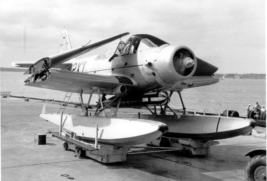 Патрульный бомбардировщик с поплавковым шасси TBD-1A.