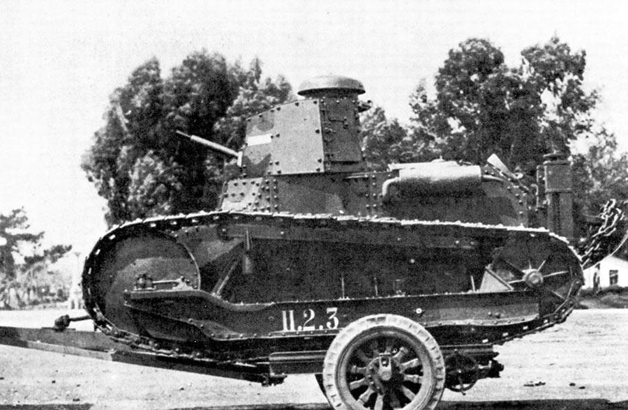 На более-менее дальние расстояния танки Fiat 3000 своим ходом не ходили