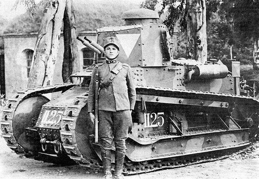 Как и фотография на обложке статьи, эта наглядно свидетельствует - размеры танка Fiat 3000 были весьма скромными