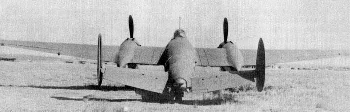 Пикирующий бомбардировщик Пе-2, вид сзади
