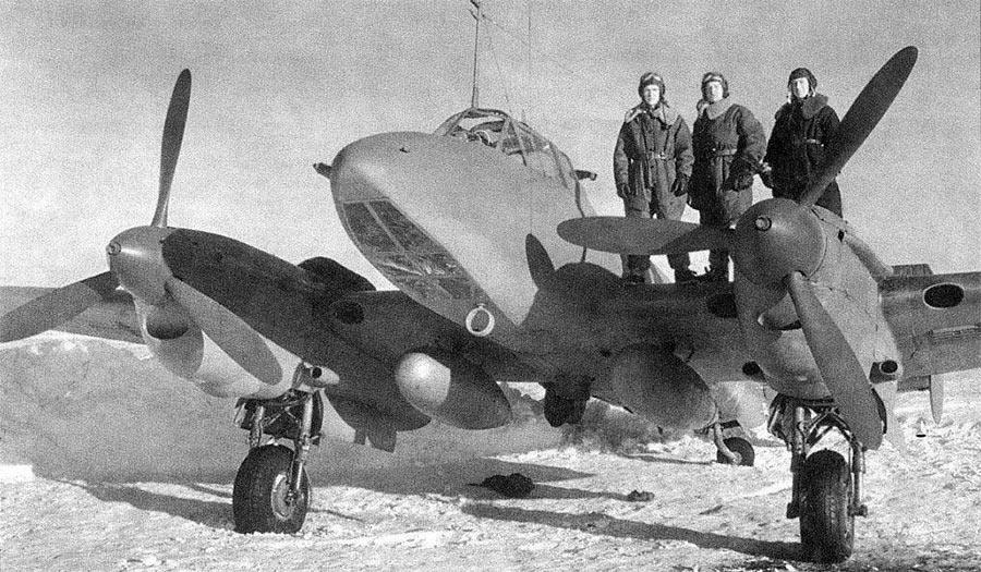 Экипаж пикирующего бомбардировщика Пе-2