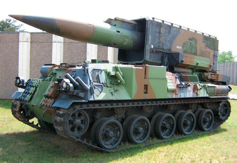 Самоходная пусковая установка тактических ракет АМХ-ЗОР (Pluton)