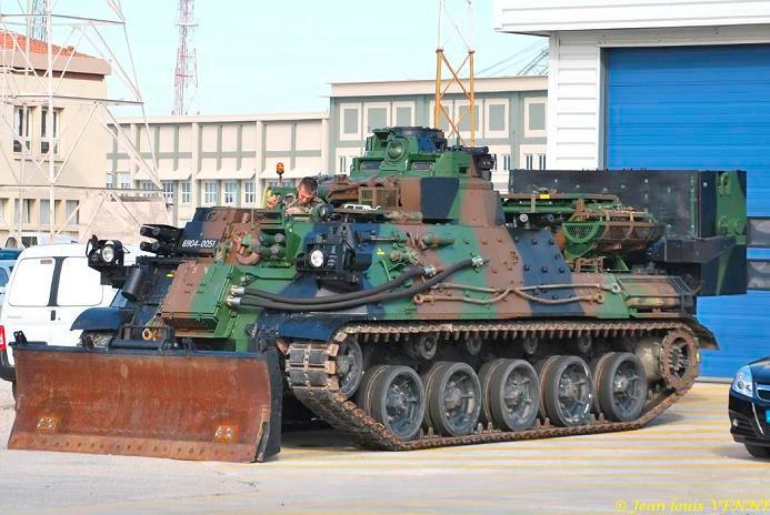 Бронированная инженерная машина AMX-30EBG на базе танка AMX-30