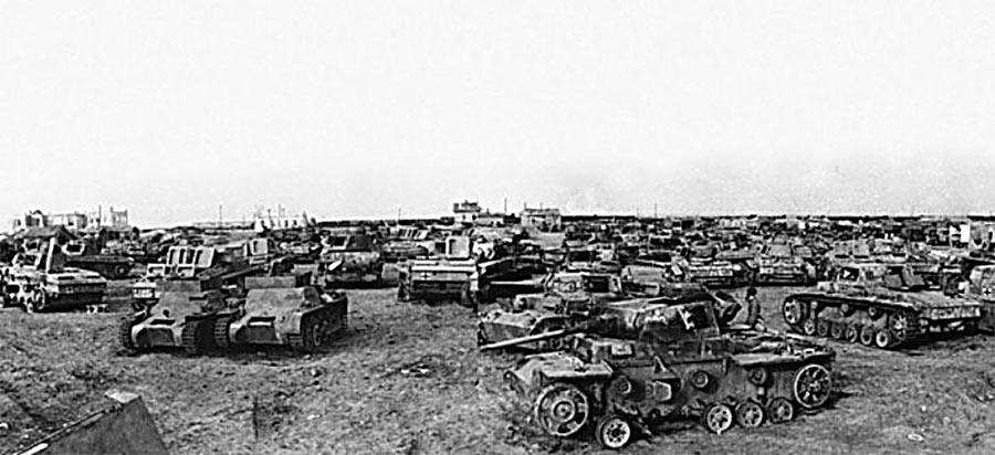 Захваченные под Сталинградом немецкие танки и другая бронетехника.