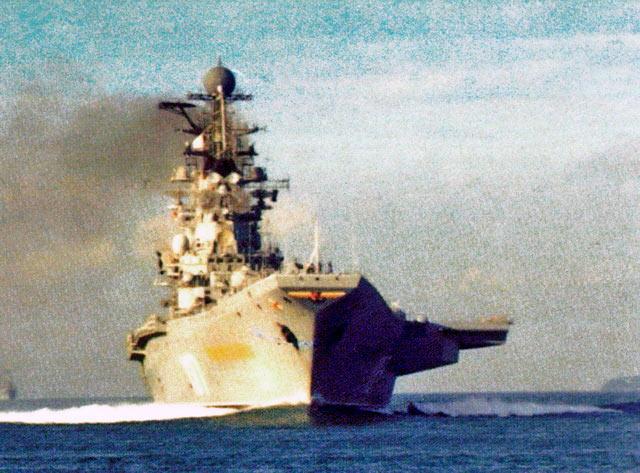 Классическое фото призванное показать мощь советского флота. На снимке ТАКР «Новороссийск»
