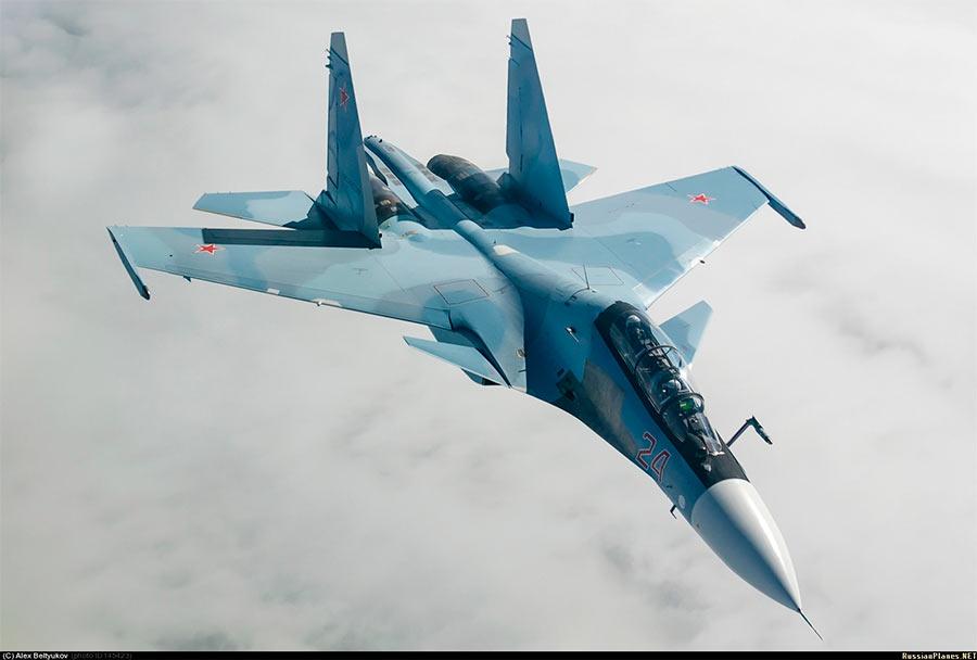 Истребитель-бомбардировщик Су-30