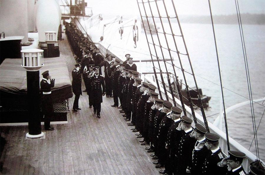 Император Николай II сместил имперские интересы с вод Средиземноморья, на Дальний восток.