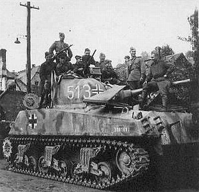 У этого американского «Шермана» видимо очень интересная судьба - сперва он был обит у американцев немцами, а затем у немцев - советскими войсками.