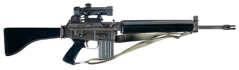 Винтовка AR-18 - близкий родственик M-16. Их довольно легко спутать внешне.