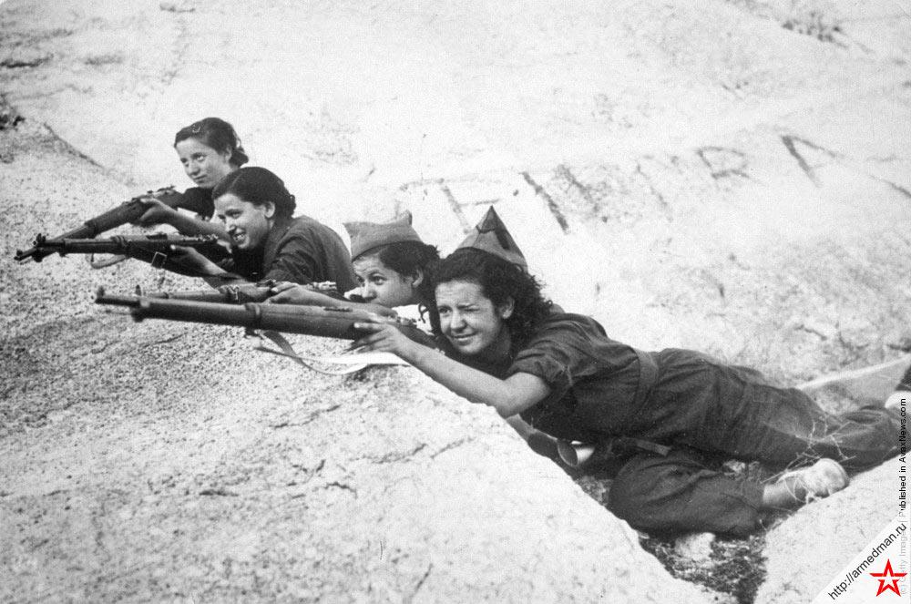 Девушки-снайперы армии республиканцев по время испанской гражданской войны