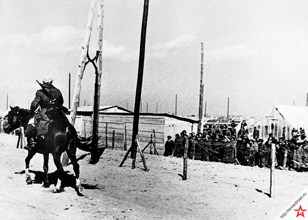 Испанский лагерь беженцев-республиканцев на юго-западе Франции. Март 1939 года.