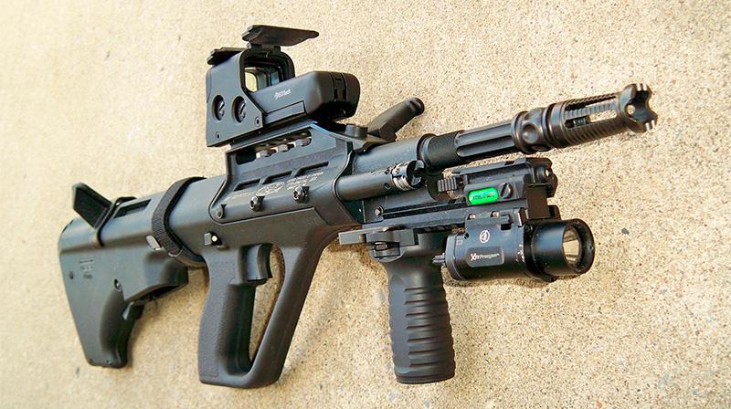 За счет модульной конструкции винтовку AUG Steyr можно превратить и в такого «монстра»