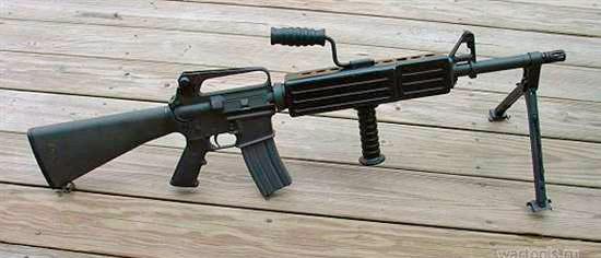 Модель M16A2 LMG Model 750 - легкий пулемет с утолщенным стволом. Большого распространения не получила.