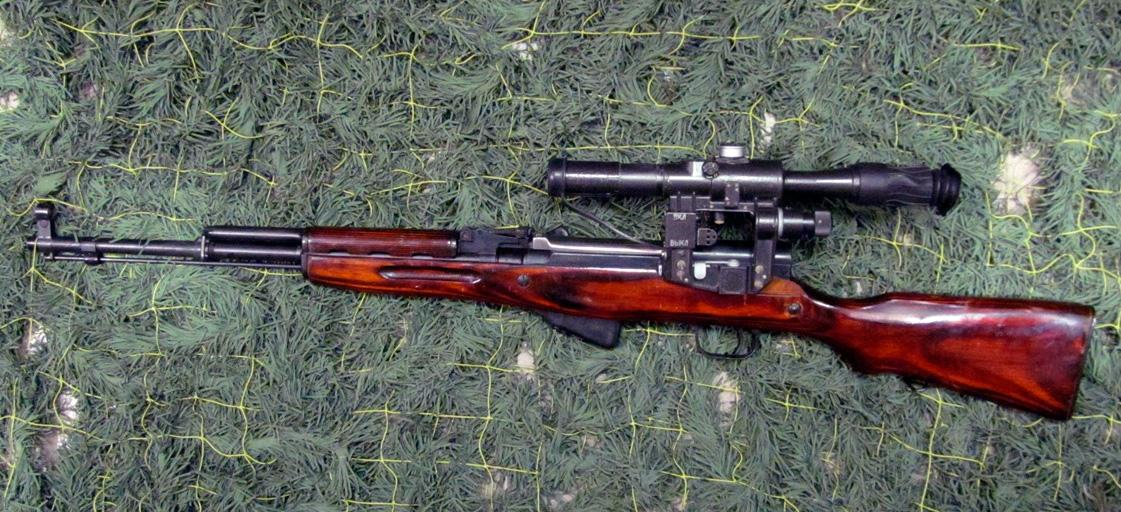 Любят карабин СКС и охотники: охотничья версия как, например, ОП-СКС (охотничье-промысловый СКС), отличается от армейского варианта отсутствием крепления штыка, добавлением в ствол штифта, и уменьшения прицельной планки до 300 метров
