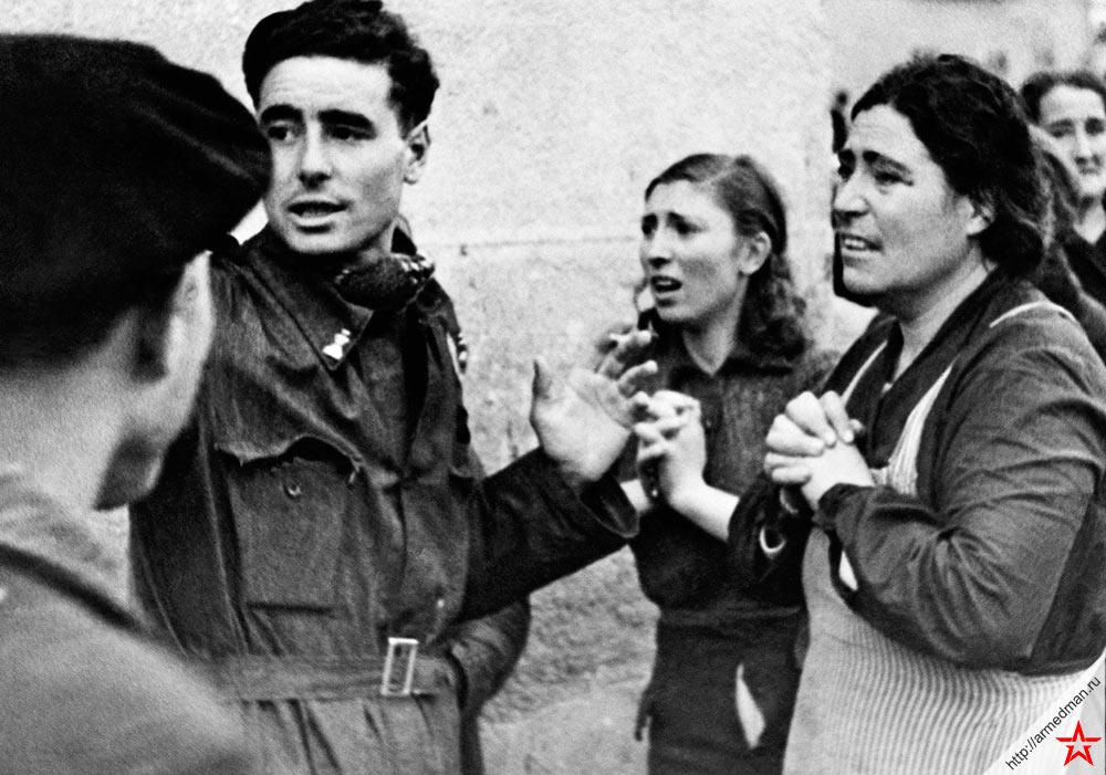 После авианалета на улицах Мадрида, 1937 г.