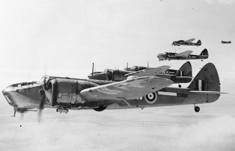 Строй бомбардировщиков Бристоль «Бленхейм» Mk.IV одной из последних серий